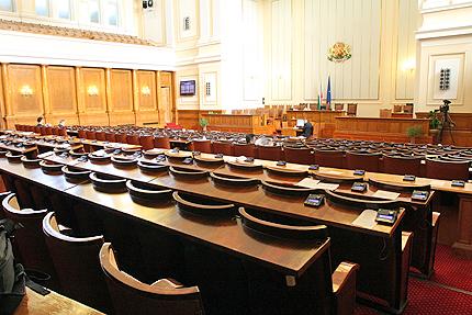И без хамалски език парламентът олеква