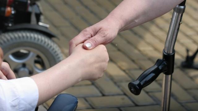 Режат фирмите, които наемат инвалиди