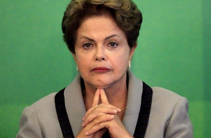 epa04665403 Brazilian President Dilma Rousseff speaks in Brasilia, Brazil, 16 March 2015. Rousseff, who was criticized on last 15 March during protests in which more than a million people participated in dozens of cities nationwide, called a 'wide dialogue' with those who want to talk.  EPA/Fernando Bizerra Jr.