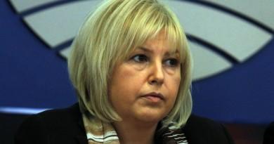 Външният министър да подаде оставката си