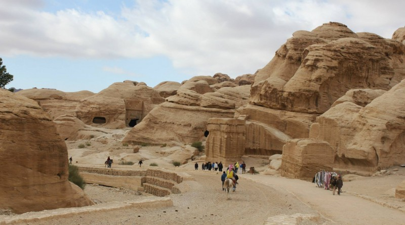 2-petra-on-the-way