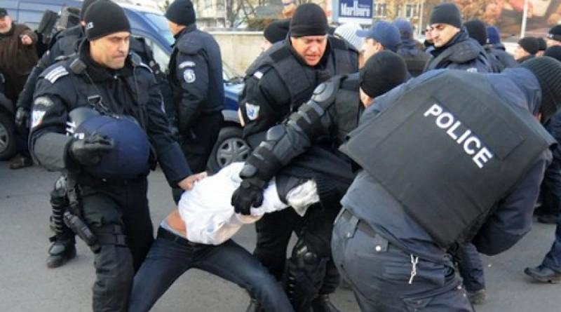 Полицията първо бие, после лекува